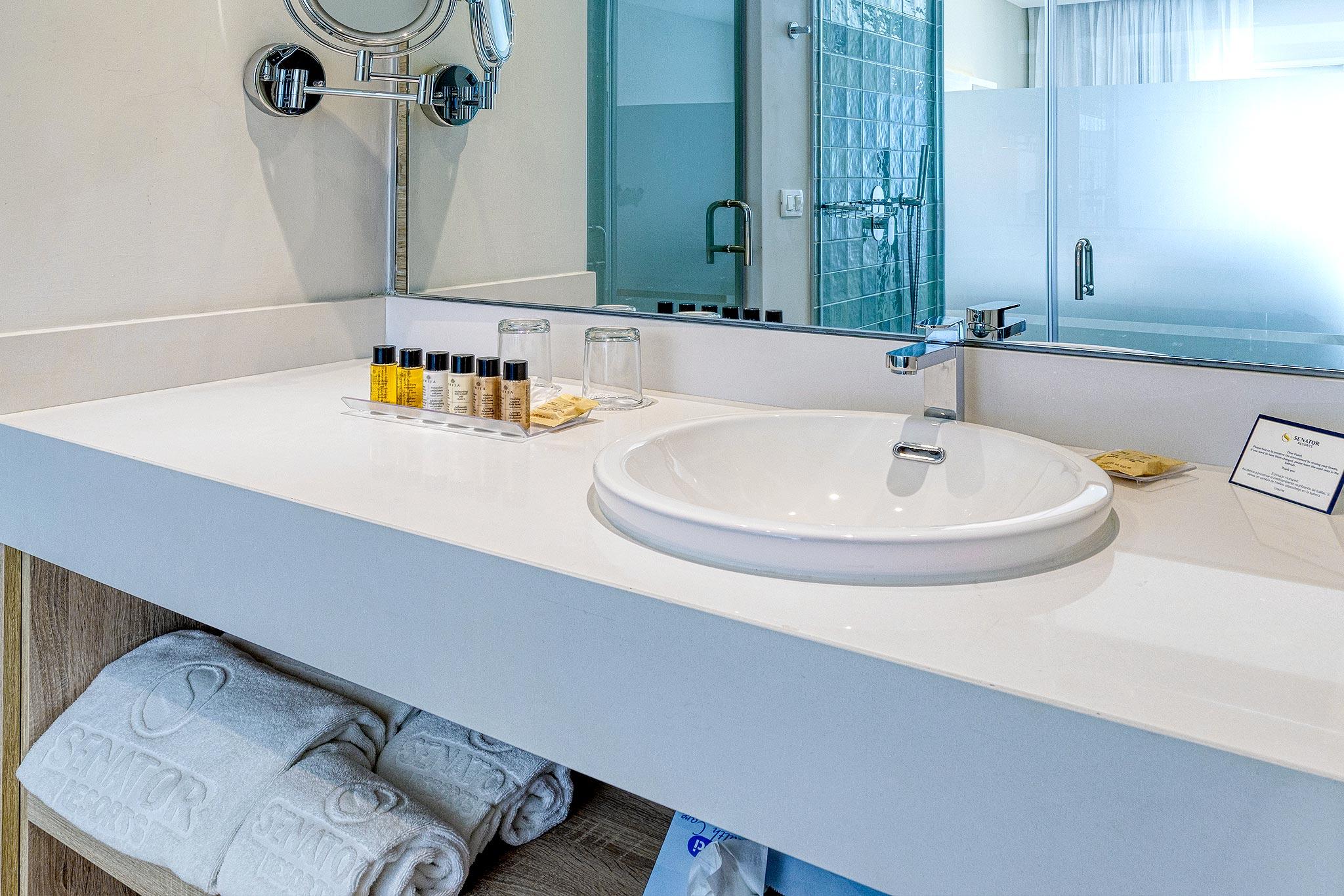 2-hotelsenator-topes-baño-abastel