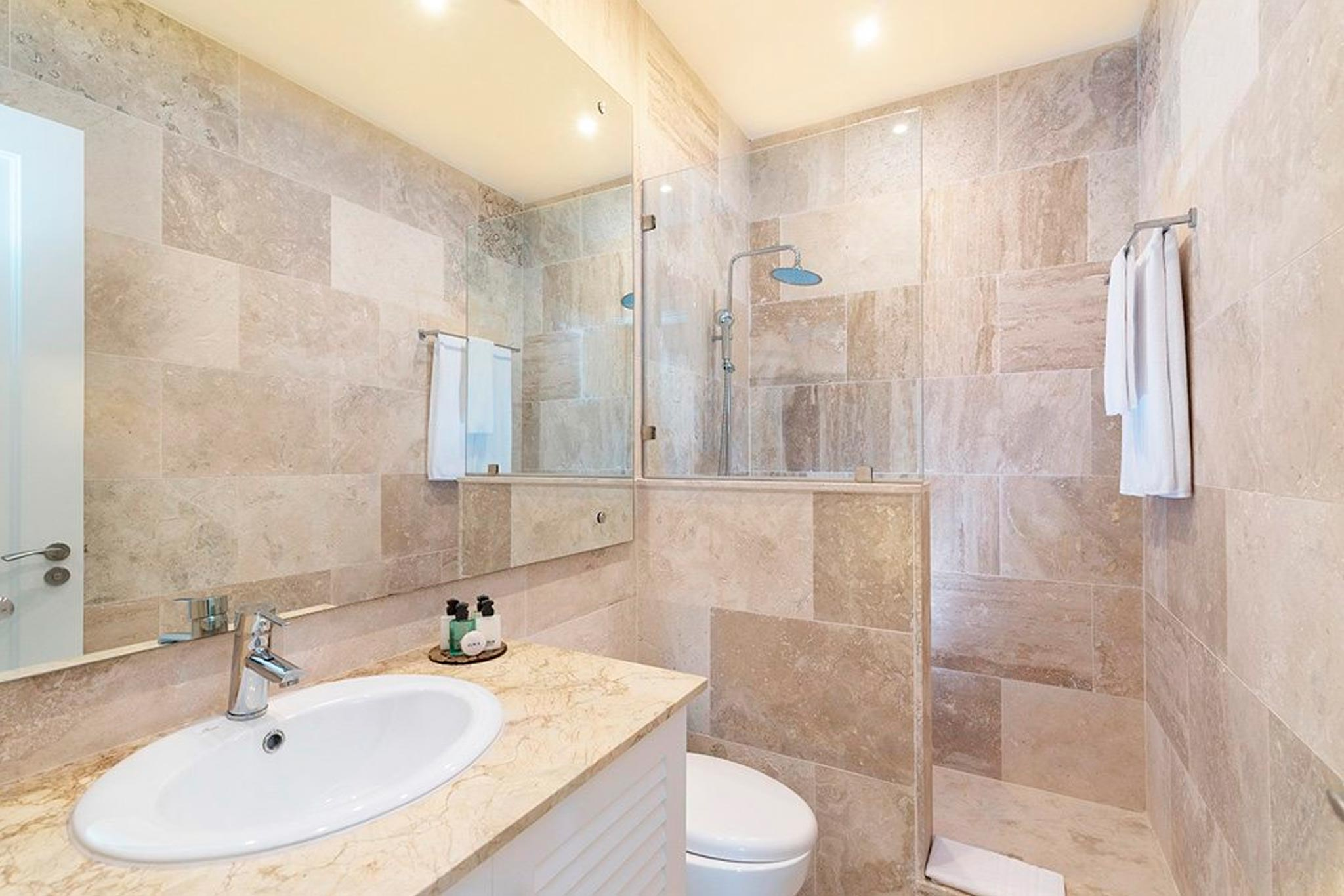 2clubhemmingway-baños-abastel